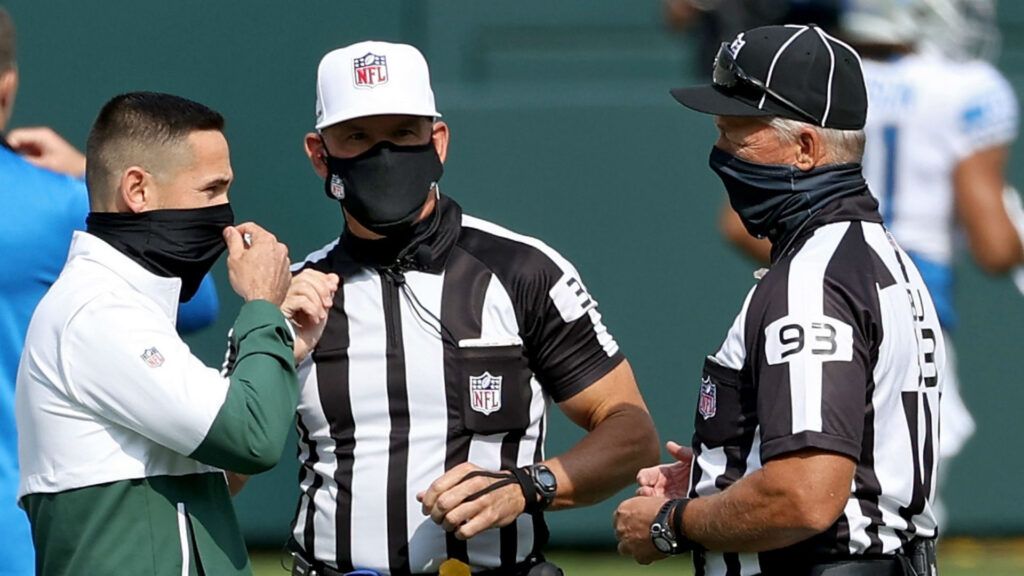 How Much Money Does A Nfl Referee Make